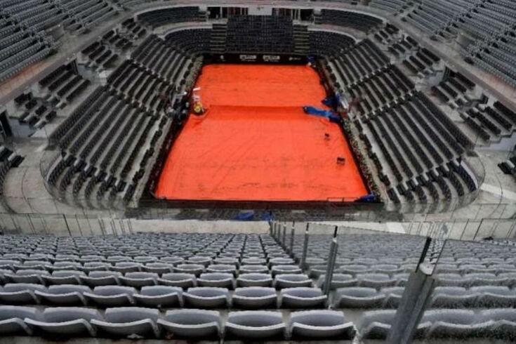 Duelo entre João Sousa e Roger Federer adiado para quinta-feira