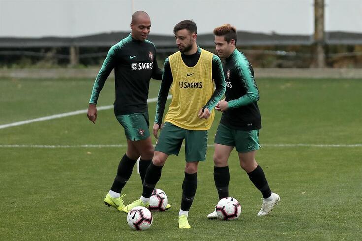 João Mário e Bruno Fernandes, aqui com a companhia de Raphael Guerreiro