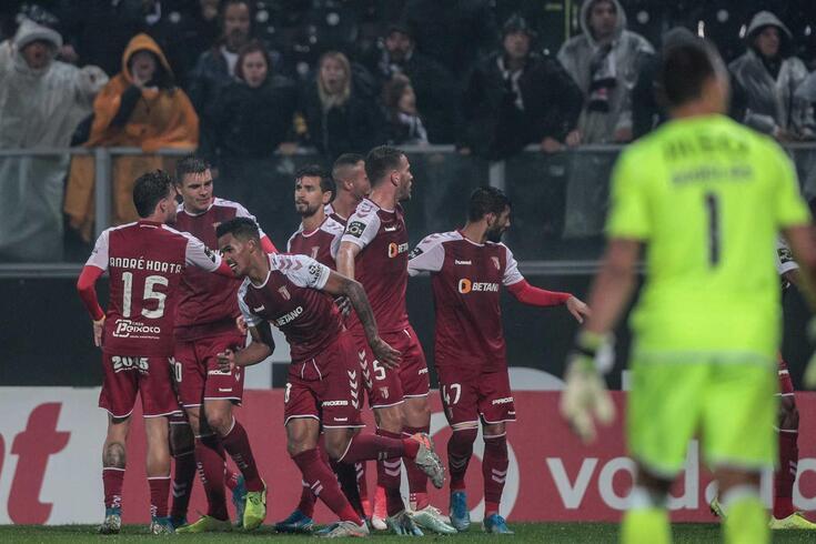 Jogadores do Braga festejam um golo ao V. Guimarães.