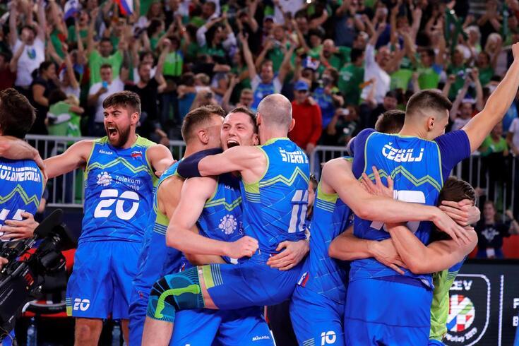 Festa tremenda entre os jogadores da Eslovénia