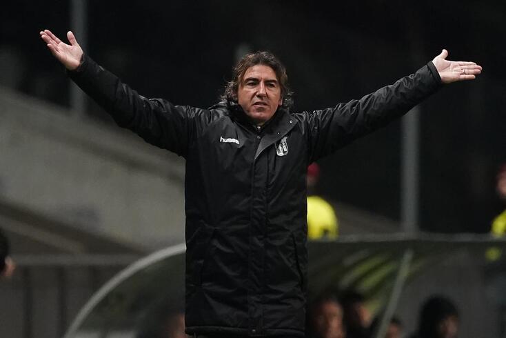 Sá Pinto disse respeitar as decisões de Fernando Santos