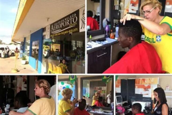 Nigerianos cortam o cabelo em estação de serviço