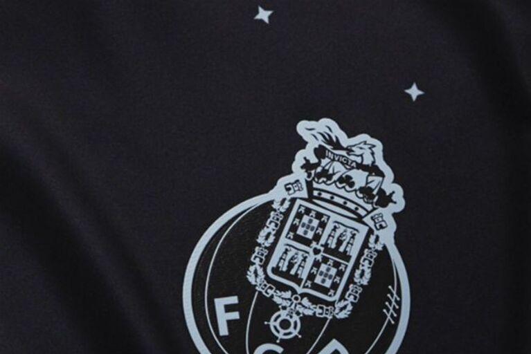 8830e77f0 Estrelas e duas cores no novo equipamento do FC Porto