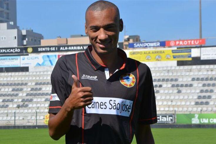 Jeferson Bahia reforça defesa do Varzim