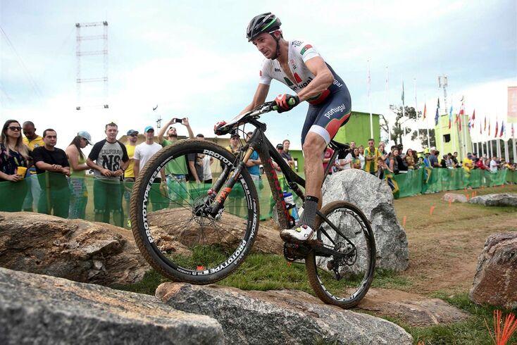 O português Tiago Ferreira em ação durante a prova de cross country olímpico (XCO) dos Jogos Olímpicos