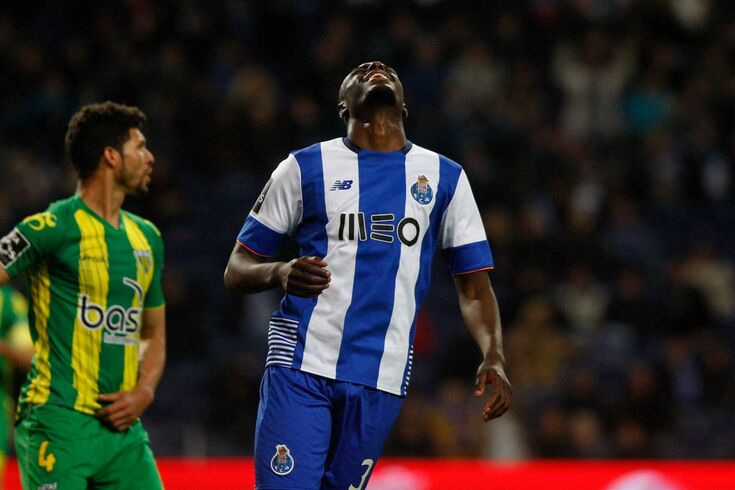 Martins Indi emprestado ao Stoke City