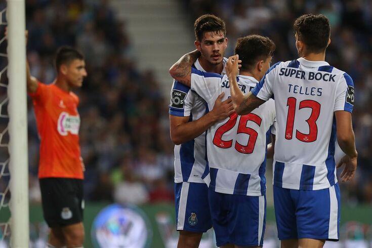 """Alex Telles: """"Vamos minimizar os pontos fortes do Leicester"""""""