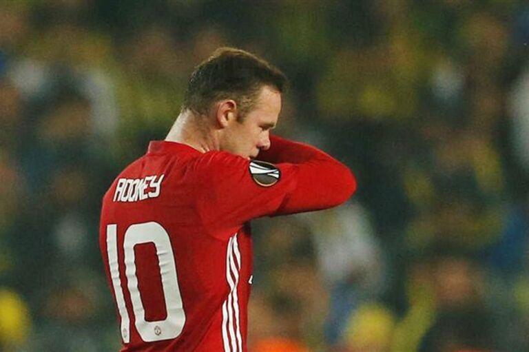 bd82de5190 Rooney volta a Manchester e pode ser problema para Mourinho