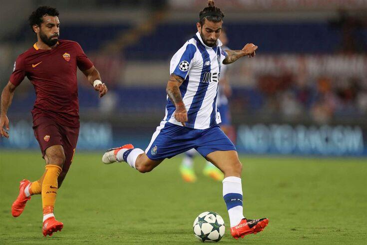 Sérgio Oliveira em ação, frente ao Roma.