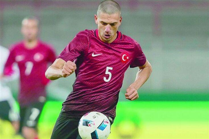 Turco Merih Demiral chega emprestado