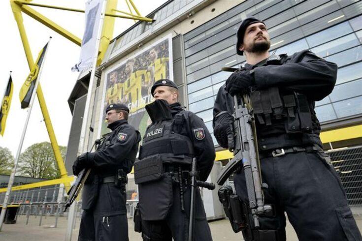 Polícia examinou objeto suspeito junto ao estádio do Dortmund