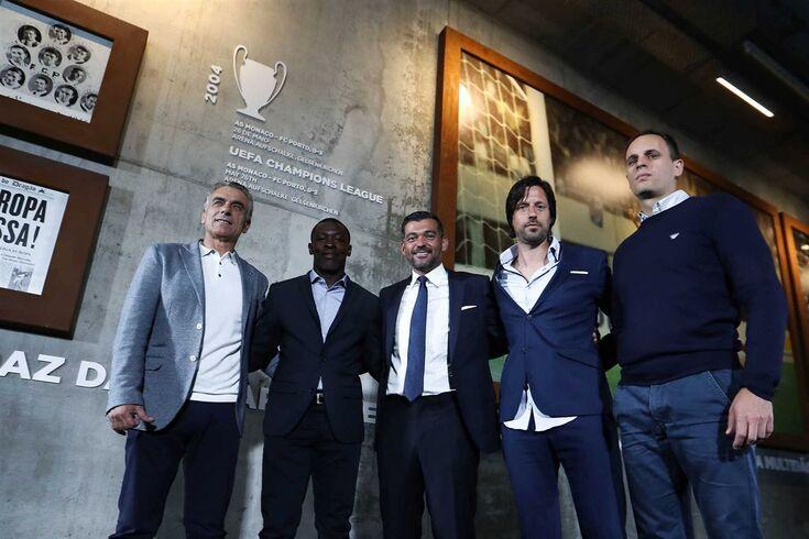 Da esquerda para a direita: Diamantino Figueiredo, Siramana Dembélé, Sérgio Conceição, Vítor Bruno e