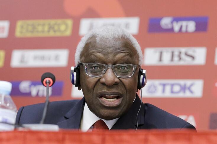 Ex-presidente do atletismo mundial condenado a quatro anos de prisão por corrupção