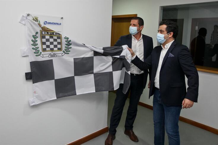 Vítor Murta com José Domingos, da empresa construtora, na apresentação do remodelado Lar da Formação