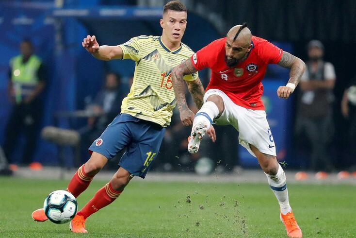 Uribe, aqui atrás de Vidal, reforça o FC Porto
