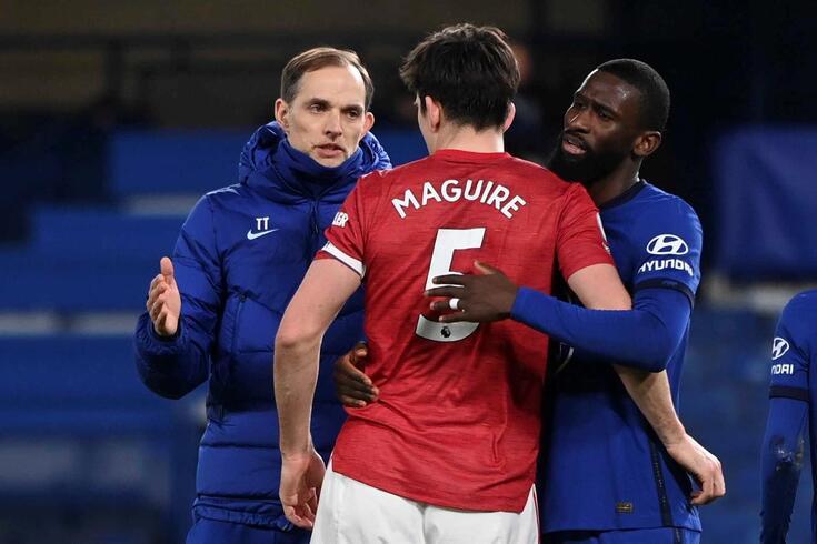 Thomas Tuchel, treinador do Chelsea, e Rudiger cumprimentam Harry Maguire