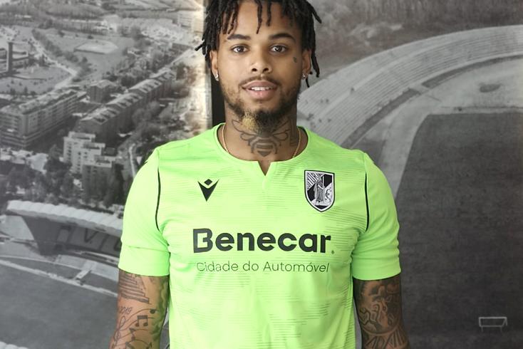 Do Chelsea para o Vitória: reforço apresentado em Guimarães