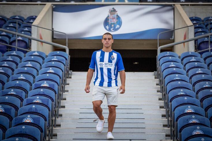 FC Porto anuncia renovação de contrato de Vasco Sousa