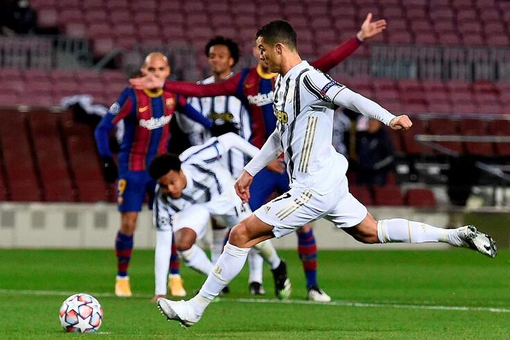 Cristiano Ronaldo bisou frente ao Barcelona