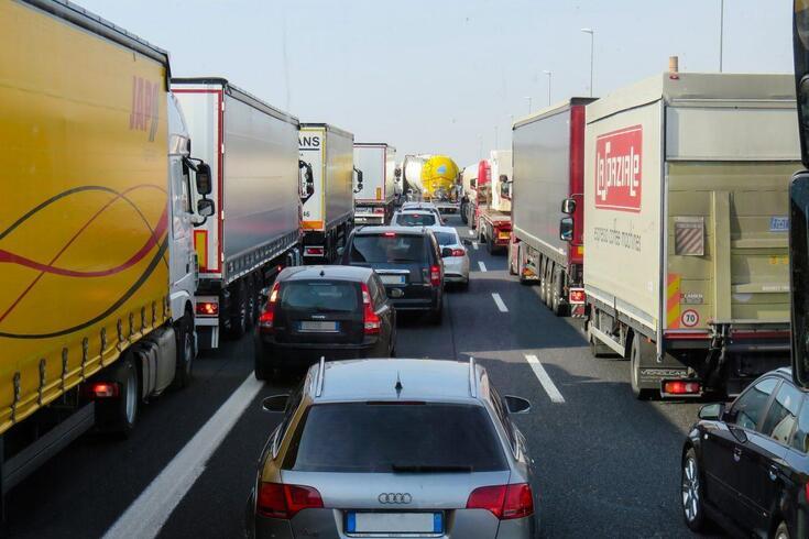 Aumentar as faixas de autoestrada só piora os engarrafamentos