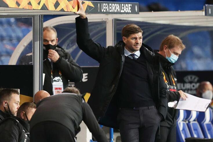 Gerrard perde dois jogadores para o embate com o Benfica