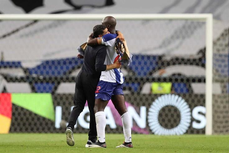 Sérgio Conceição abraça Danilo