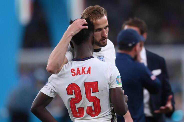 Bukayo Saka falhou a grande penalidade decisiva na final do Europeu