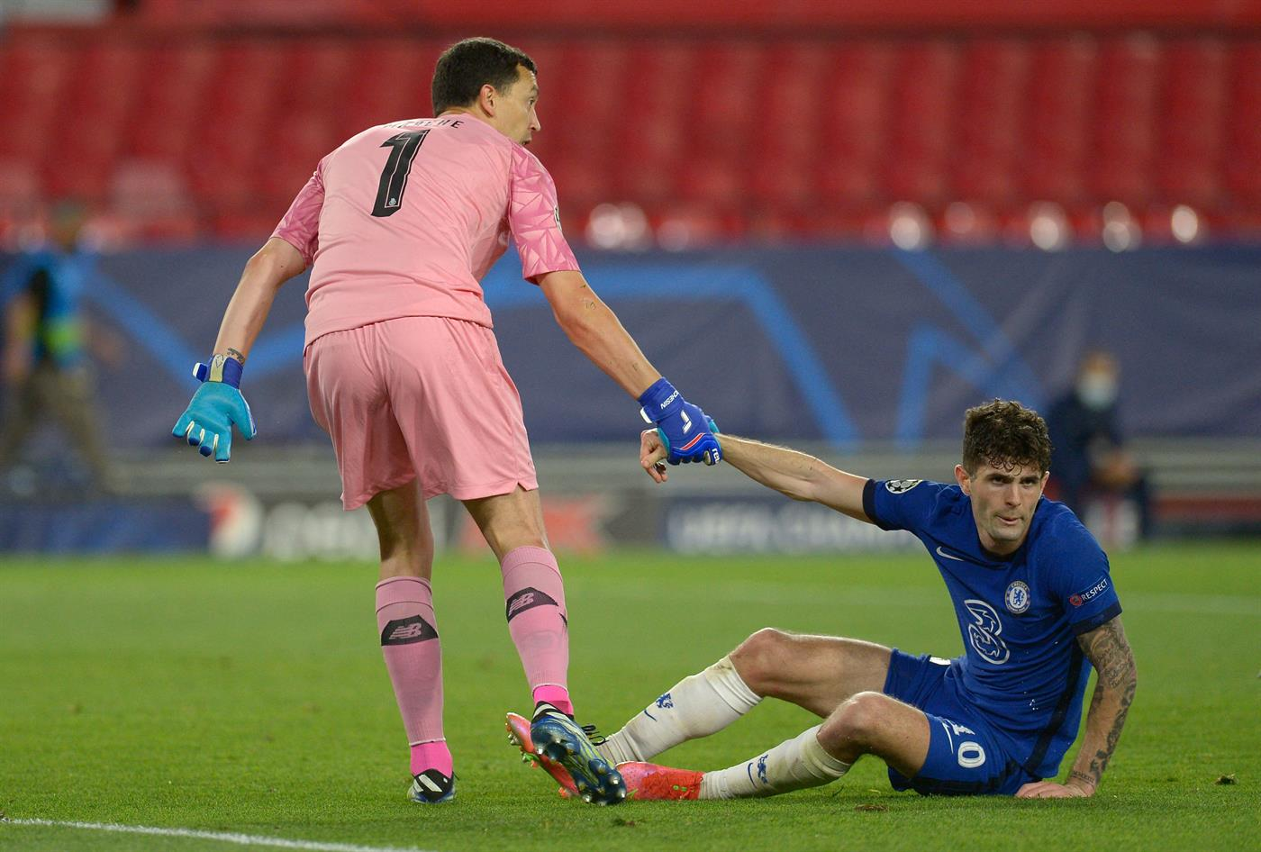 FC Porto's Argentine goalkeeper Agustin Marchesin (L) helps Chelsea's US midfielder Christian Pulisic