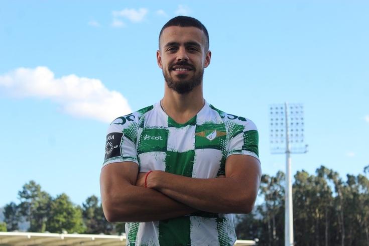 Artur Jorge exibe a camisola do Moreirense