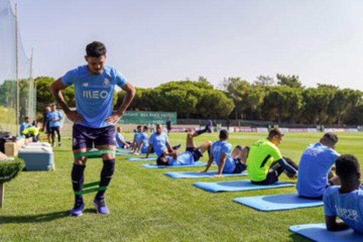 Evanilson em destaque no treino do FC Porto