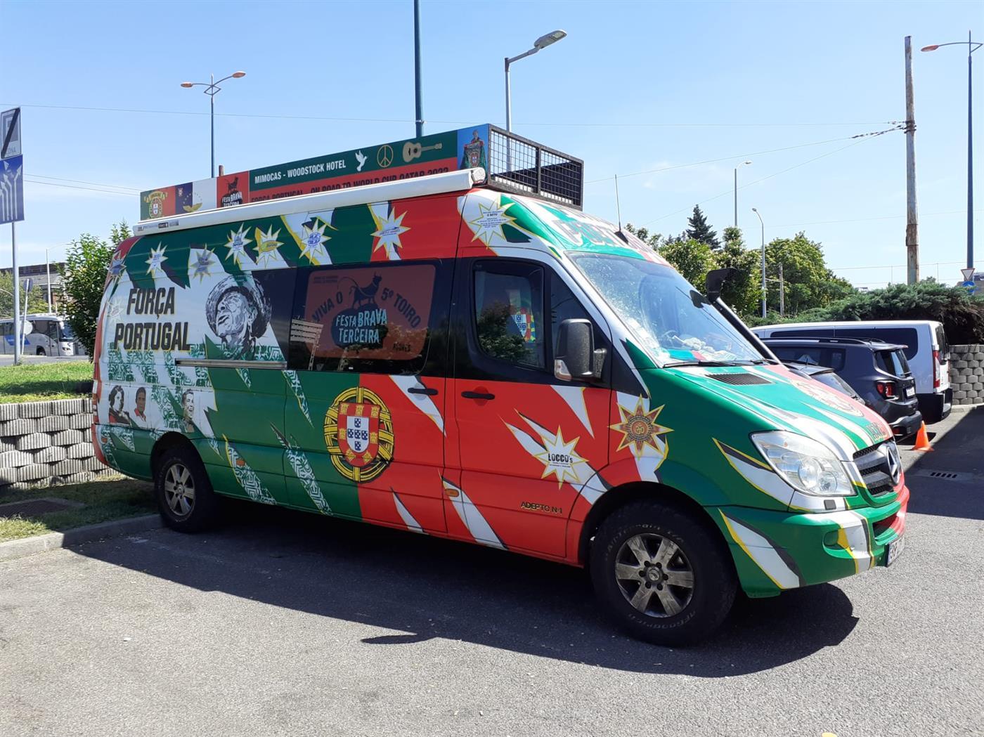 """Um adepto português na Hungria com olho para o negócio: """"A polícia para já não chateia"""""""
