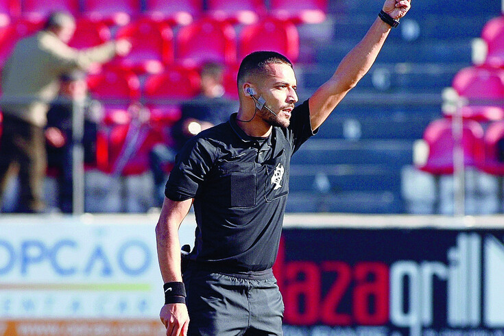 Cláudio Pereira, árbitro de Aveiro, explicou o engano que deu origem ao penálti que decidiu o Famalicão-Santa