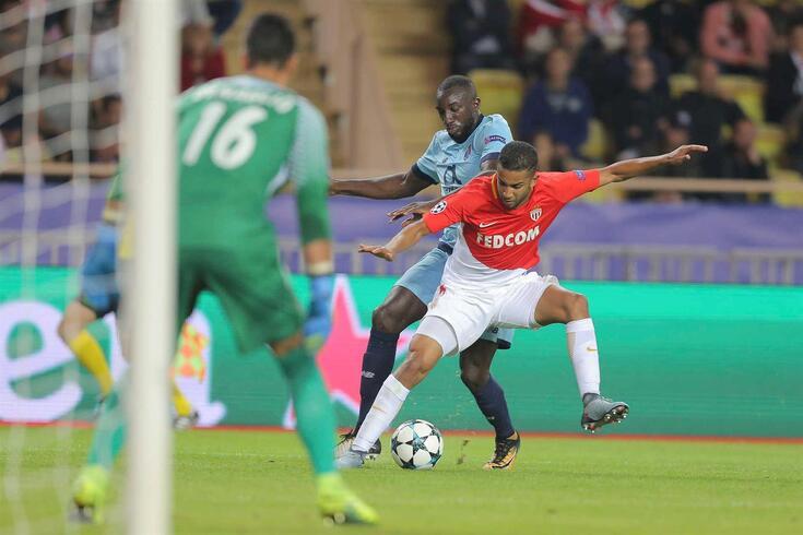 Jorge, com a camisola do Mónaco, com Marega, então no FC Porto, num jogo da Liga dos Campeões