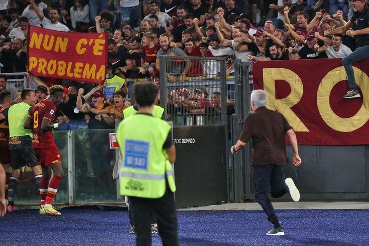 """Mourinho comenta correria viral ao festejar golo: """"Sem lesão muscular"""""""