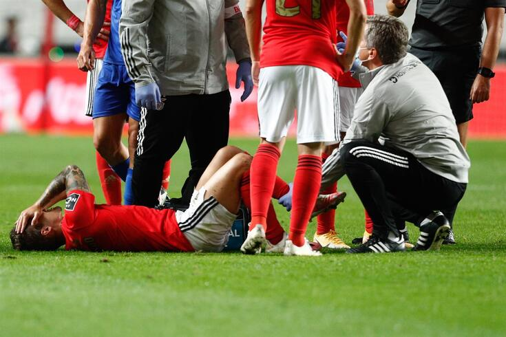 Grimaldo lesionou-se no Benfica-Belenenses SAD