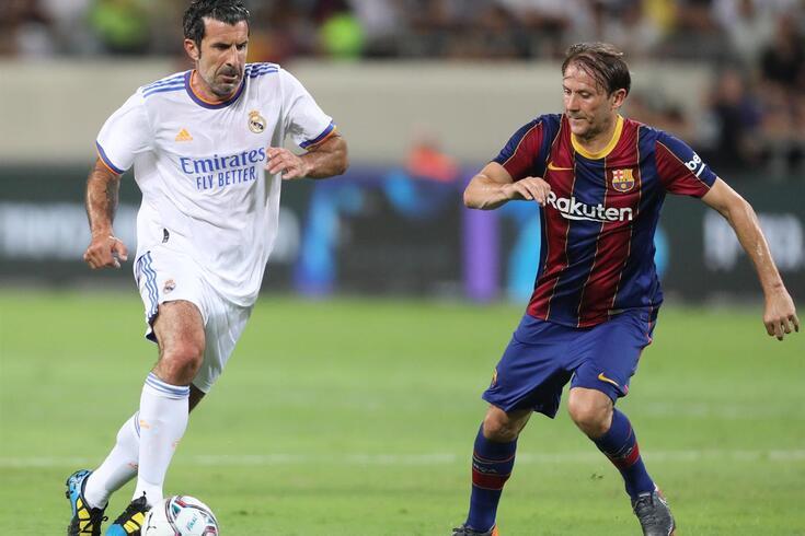 Luís Figo enfrentou Mendieta durante o encontro de lendas de Real Madrid e Barcelona