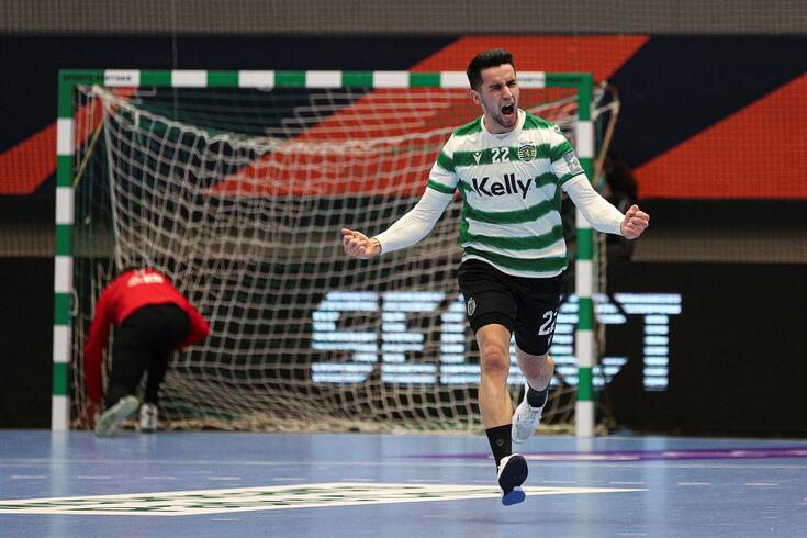 Francisco Tavares festeja um dos golos do Sporting