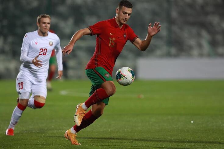 Diogo Dalot é uma das figuras da seleção portuguesa sub-21