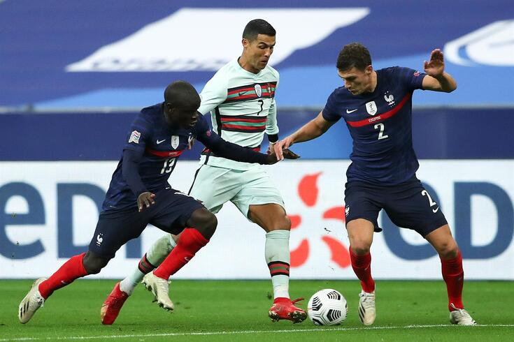 Ronaldo sempre muito vigiado pelos franceses