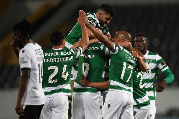 Sporting goleia o Vitória e segue na liderança