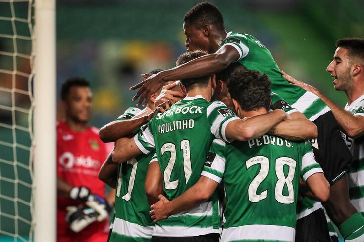 epa09015071 Sporting's players celebrate a goal during the Portuguese First League soccer match between