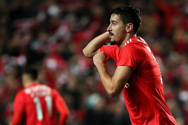 André Almeida pode estar de saída: a proposta em cima da mesa do Benfica