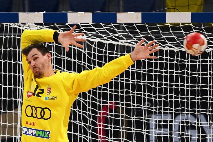 Márton Székely na baliza da seleção da Hungria