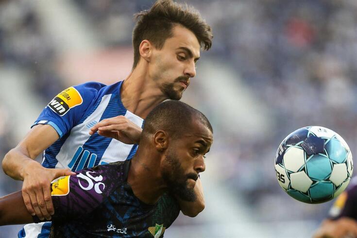 Fábio Vieira em ação frente ao Moreirense