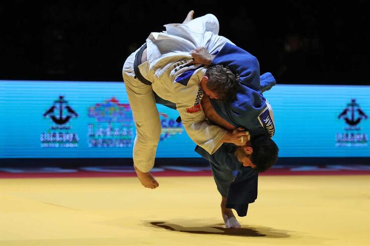 epa09142144 Vedat Albayrak of Turkey (blue) and Matthias Casse of Belgium (white) in action in the final