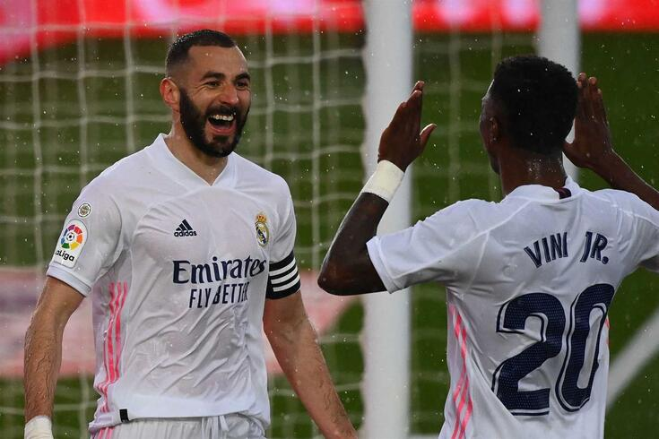Benzema e Vinícius festejam um golo, uma imagem que se vai repetindo cada vez mais vezes