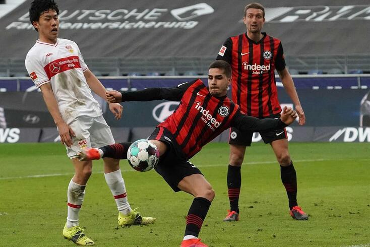 André Silva no jogo do Frankfurt com o Estugarda
