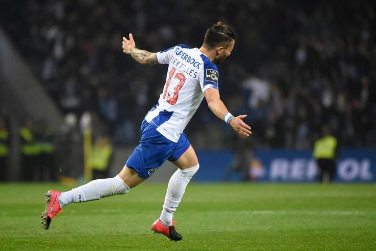 FC Porto venceu o Portimonense com um golaço de Alex Telles
