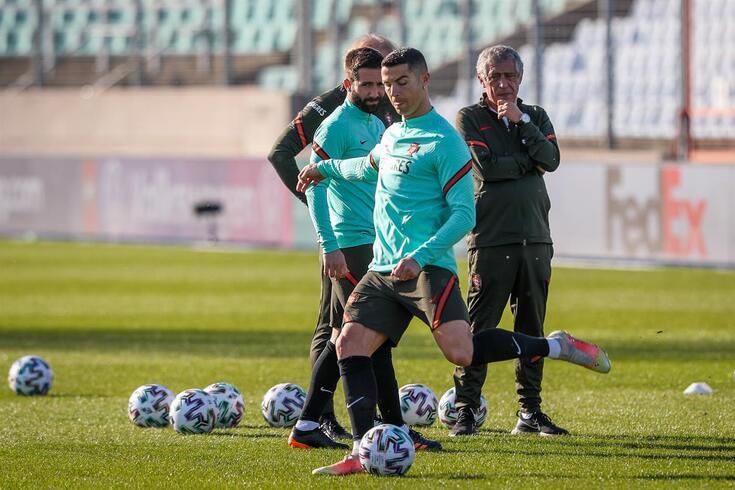 Fernando Santos destaca a capacidade de trabalho de Ronaldo
