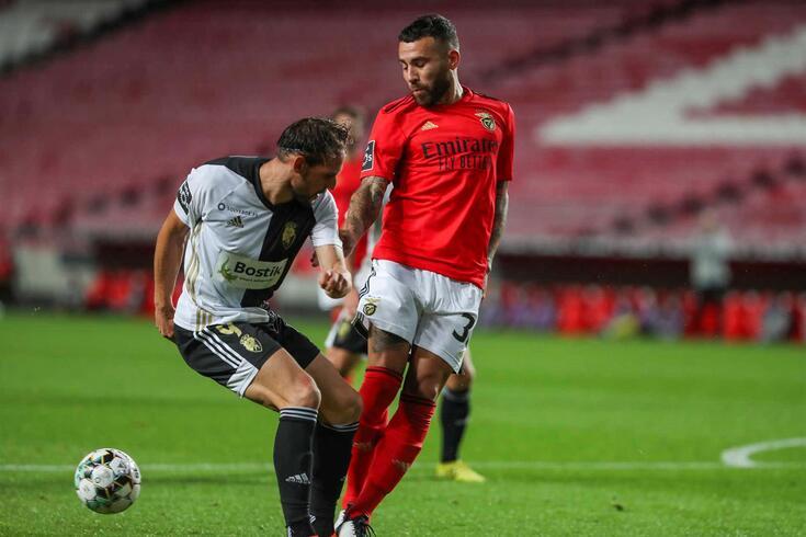 Otamendi foi contratado pelo Benfica ao Man. City